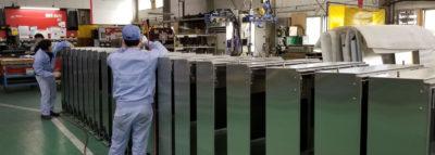 板金加工から組立、電気組付、試験まで一貫対応する量産工場